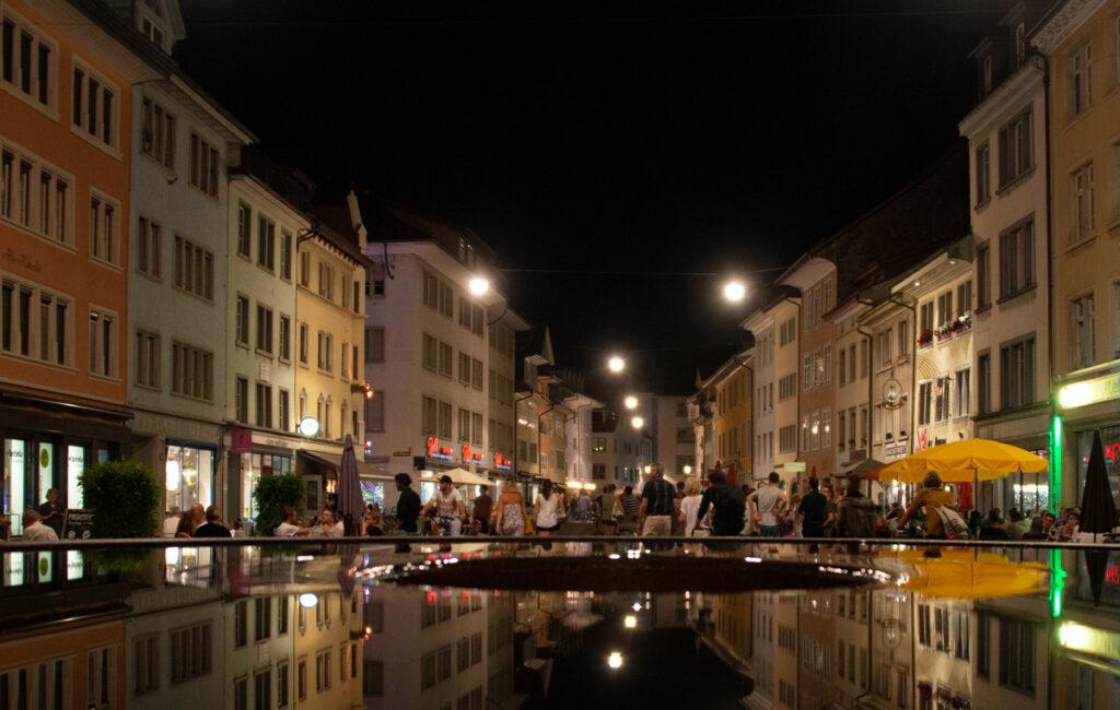Sommer-Freitagnacht in der Steinberggasse Winterthur